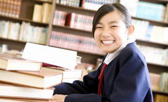 笑顔の中学生
