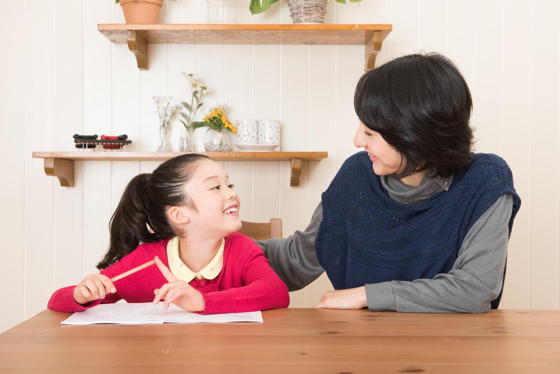 楽しく勉強する親子