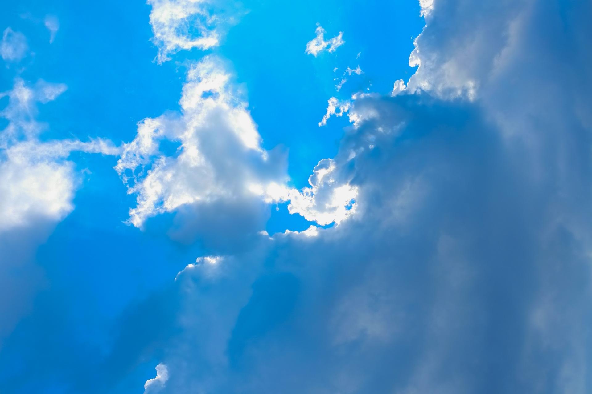 雲行きのあやしい空