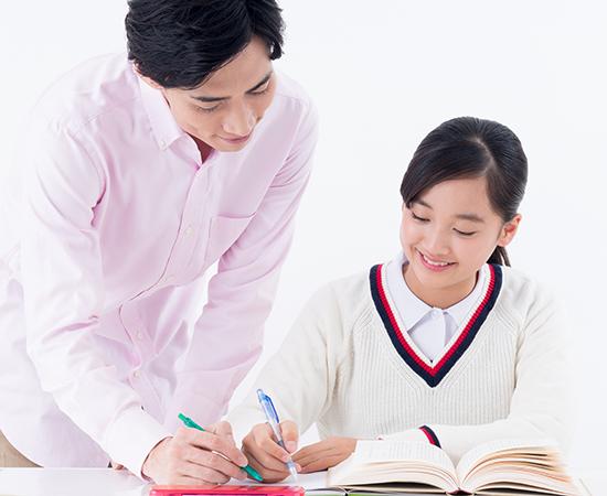 個別指導を受ける中学生